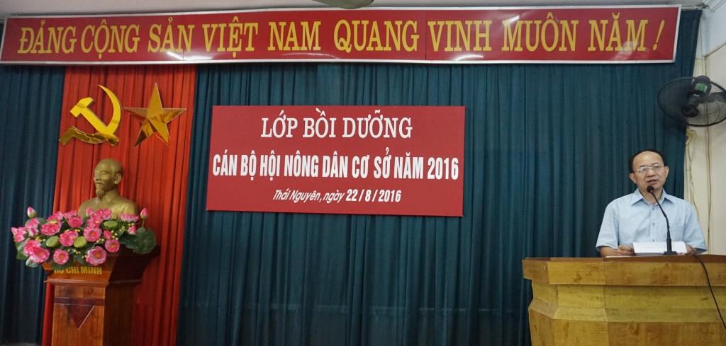 Đồng chí Phạm Minh Chuyên, Phó Hiệu trưởng phát biểu khai giảng lớp học